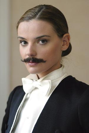 Donna con i baffi