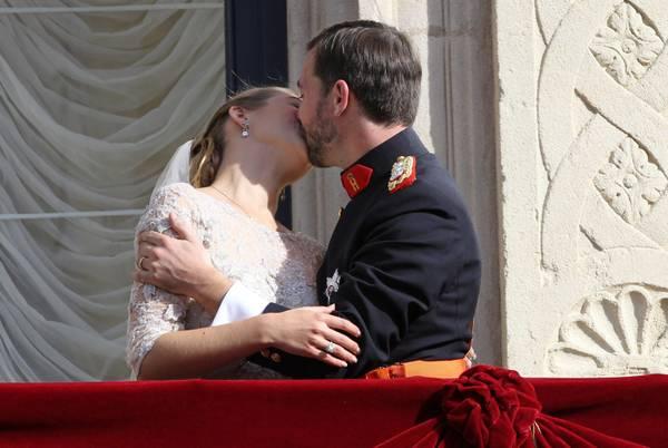 Il bacio tra Stephanie de Lannoy e il principe Guglielmo