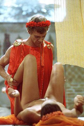 Il povero Caligola colpito da una verga è la sua fine