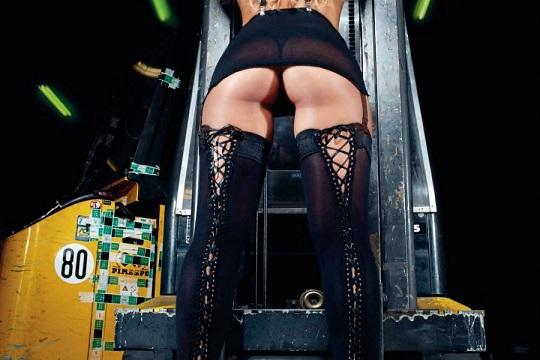 Sarah Nile scatti hot per il calendario 2015
