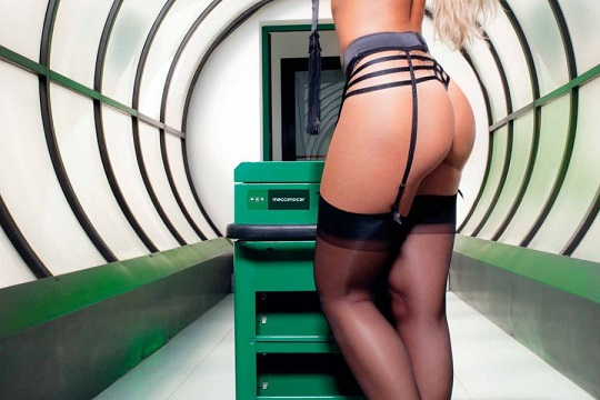 Sarah Nile scatti hot per il calendario 2015