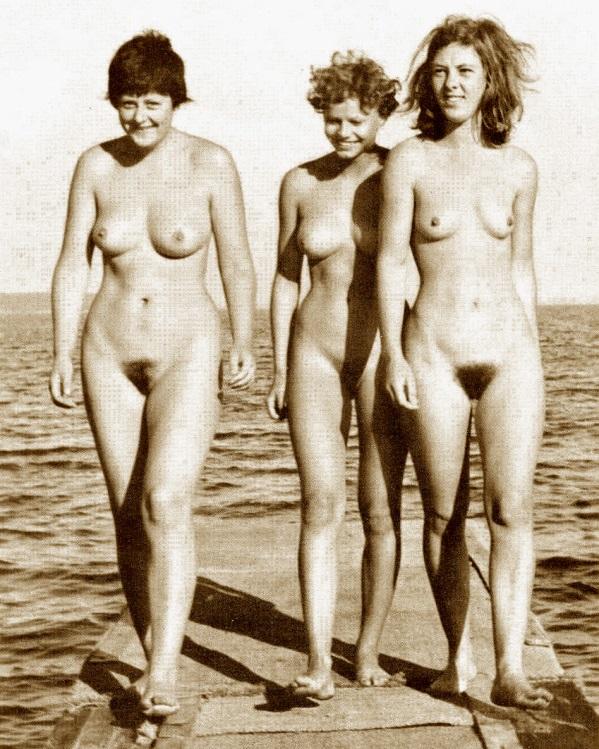 Angela Merkel citare in giudizio completamente nuda !