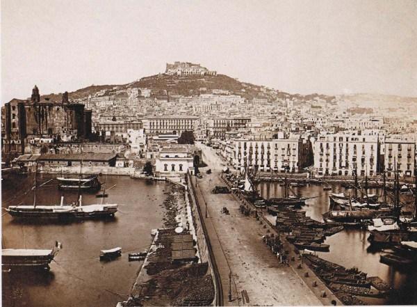 Una Napoli da cartolina alla fine dell'800