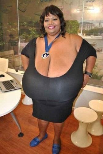 Annie, la donna con il seno più grosso del mondo ?
