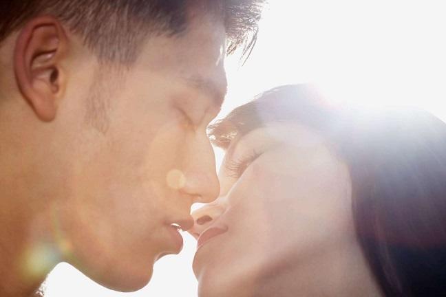 Una statistica sull'infedeltà ha rivelato che il 74% degli uomini tradisce, le donne sono a 90%