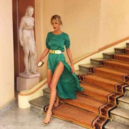Festival di Cannes. Anche Alessia Marcuzzi a Cannes mostra le sue bellissime gambe.