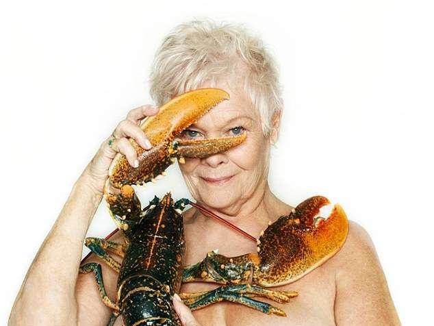 Nuda a 80 anni attrice britannica Judi Dench si è spogliata senza pensarci troppo
