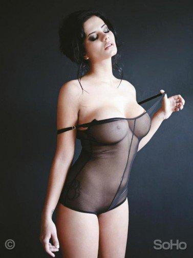 Alejandra Omaña Rui, la sexy giornalista colombiana si spoglia per la sua squadra del cuore