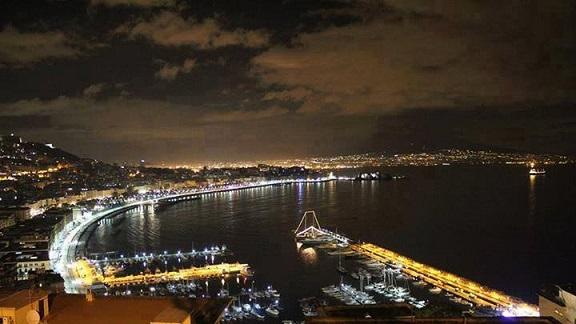 Tutto è azzurro a Napoli. Anche la malinconia è azzurra