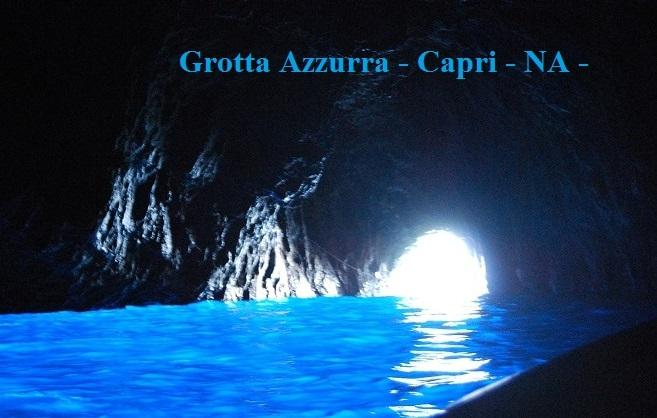 Tutto è azzurro a Napoli, anche la malinconia