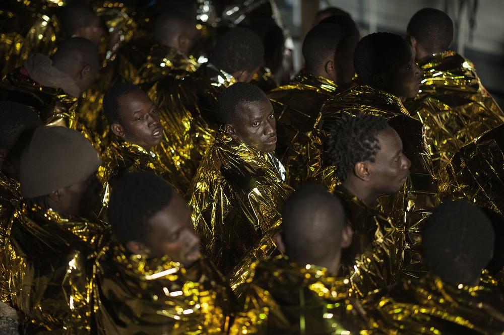Giulio Piscitelli fotografa i migranti per capire tutto il resto