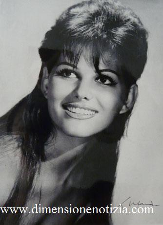Cartoline da Cinecittà: collezione di stelle - Claudia Cardinale -