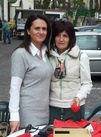 Lena Porrone a sinistra: l'avvocato impegnato nella campagna 'Ti amo da morire'