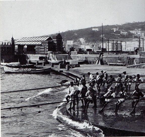 Napoli: La città porta le stigmate del passato