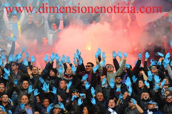 In A, la coreografia di Napoli-Lazio - Tutti in guanti Azzurri -