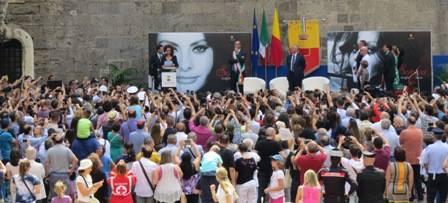 Napoli: Sophia Loren, da oggi è cittadina della nostra meravigliosa città, Luigi de Magistris