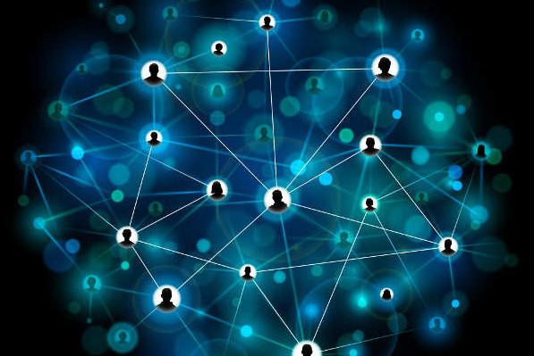 Un blogger ha il compito di creare connessioni. Connessioni virtuose, sane, vigorose con i lettori