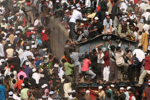 Cosi' in Bangladesh all'assalto dell'unico treno disponibile -