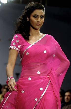 Abito tipicamente indiano sulla passerella di Bangalore -