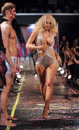 Moda (a parte) a New York, in passerella e' Pamela Anderson -