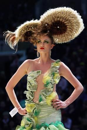 In gara a S.Pietroburgo l'estro di parrucchieri e truccatori -