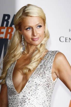Paris Hilton ad un gala di beneficenza -