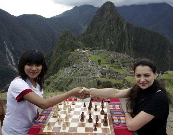 Campionesse di scacchi a Machu Picchu, per un match a 2.000m -