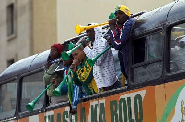 I tifosi di calcio della nazionale del Sudafrica vuvuzelas  -