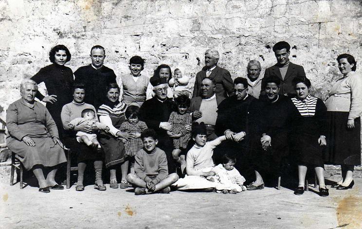 Famiglia Sandomenico-Piccolo nel Marzo 1957 in via Roma -