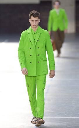 A Parigi, 'Kenzo': abito e colore da non passare inosservato -