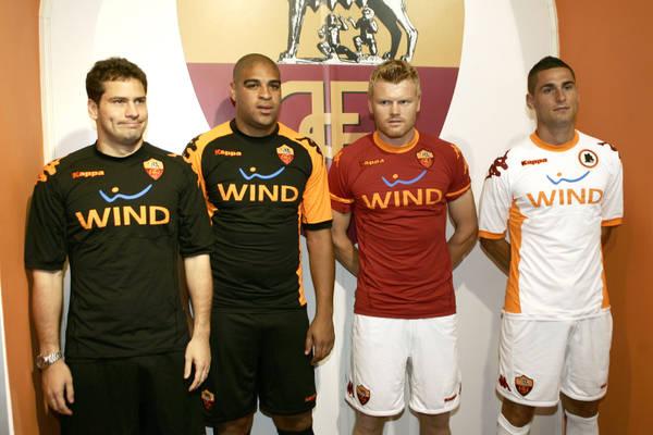 Calcio: le nuove maglie della Roma -