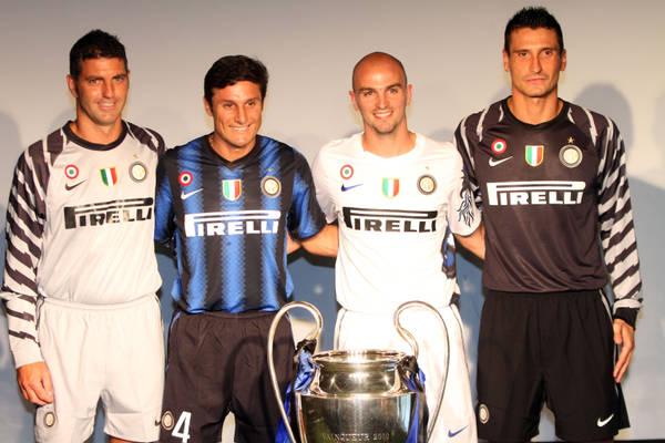 Calcio: presentate le nuove maglie dell'Inter -