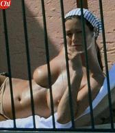 Manuela Arcuri, sul balcone del suo hotel ischitano -