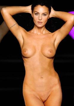 Monica Bellucci al mare -