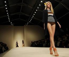Moda, la collezione di Les Copains in passerella a Milano -