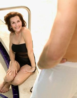 La donna matura esercita un grande fascino su molti uomini -