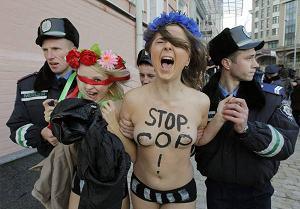 Le attiviste di Femen ancora in piazza a Kiev - Russia -
