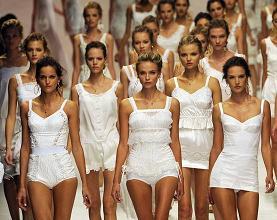 Moda - le modelle di Dolce e Gabbana alle sfilate di Milano -
