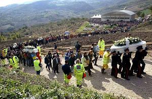 I funerali delle piccole vittime del crollo della scuola di San Giuliano di Puglia 2002 -