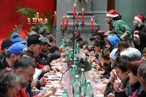 A Napoli, pranzo per i poveri, il Natale e' solidarieta' -