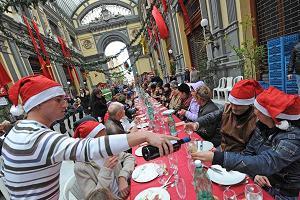 A Napoli il tradizionale pranzo di beneficenza della Vigilia -