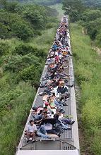 Si viaggia così in Messico, e si scappa a migliaia negli USA -
