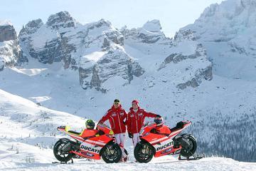 I piloti della Ducati, Valentino Rossi (s) e Nicky Hayden -