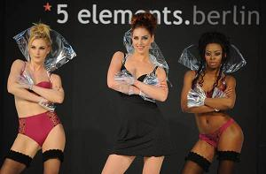 Lingerie a Berlino, bellezze in passerella al ''5 Elements'' -