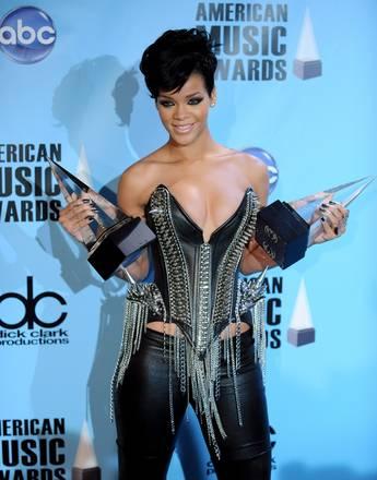 Rihanna, spuntano nuovi autoscatti sexy - Le foto della 22enne cantante POP -