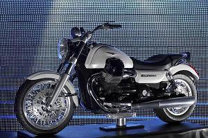 Piaggio, Svelate nuove moto Guzzi California e Scrambler -