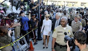 L'attrice Lindsay Lohan incriminata per furto -