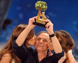 Roberto Vecchioni, con il brano 'Chiamami ancora amore', ha vinto il 61.mo festival di Sanremo -