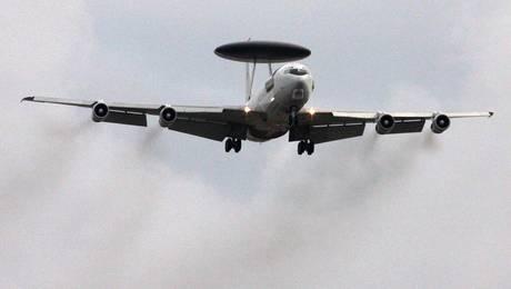 Un aereo Awacs - Gheddafi: 'Siamo pronti a una guerra lunga' -