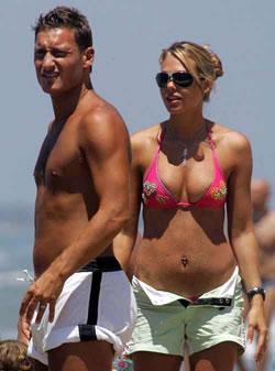 Francesco Totti con la moglie Ilary Blasi -